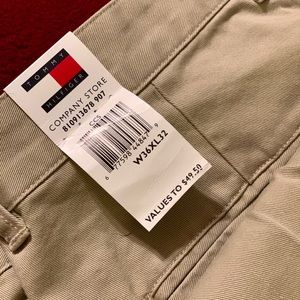  New With Tags Men's Khaki Tommy Hilfiger Pants  